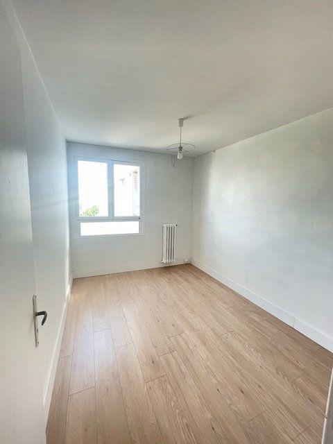 Appartement à vendre 4 74m2 à Asnières-sur-Seine vignette-4