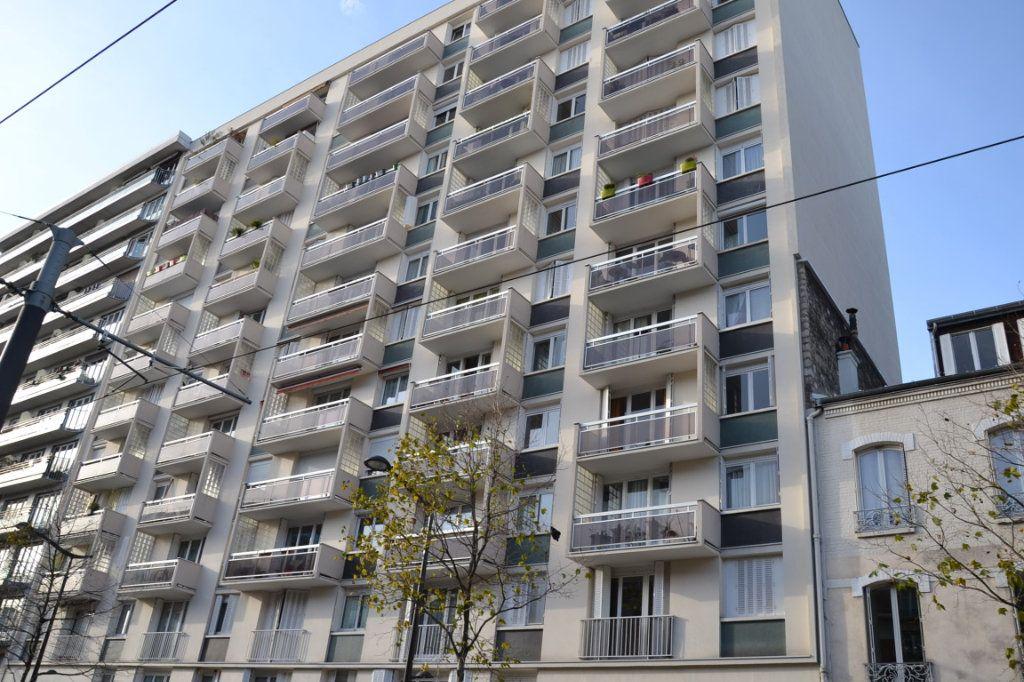 Appartement à louer 3 61m2 à Paris 20 vignette-1