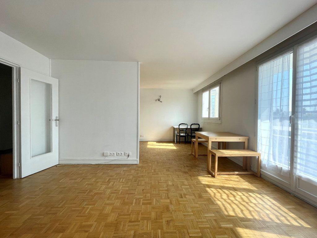 Appartement à louer 3 61m2 à Paris 20 vignette-2