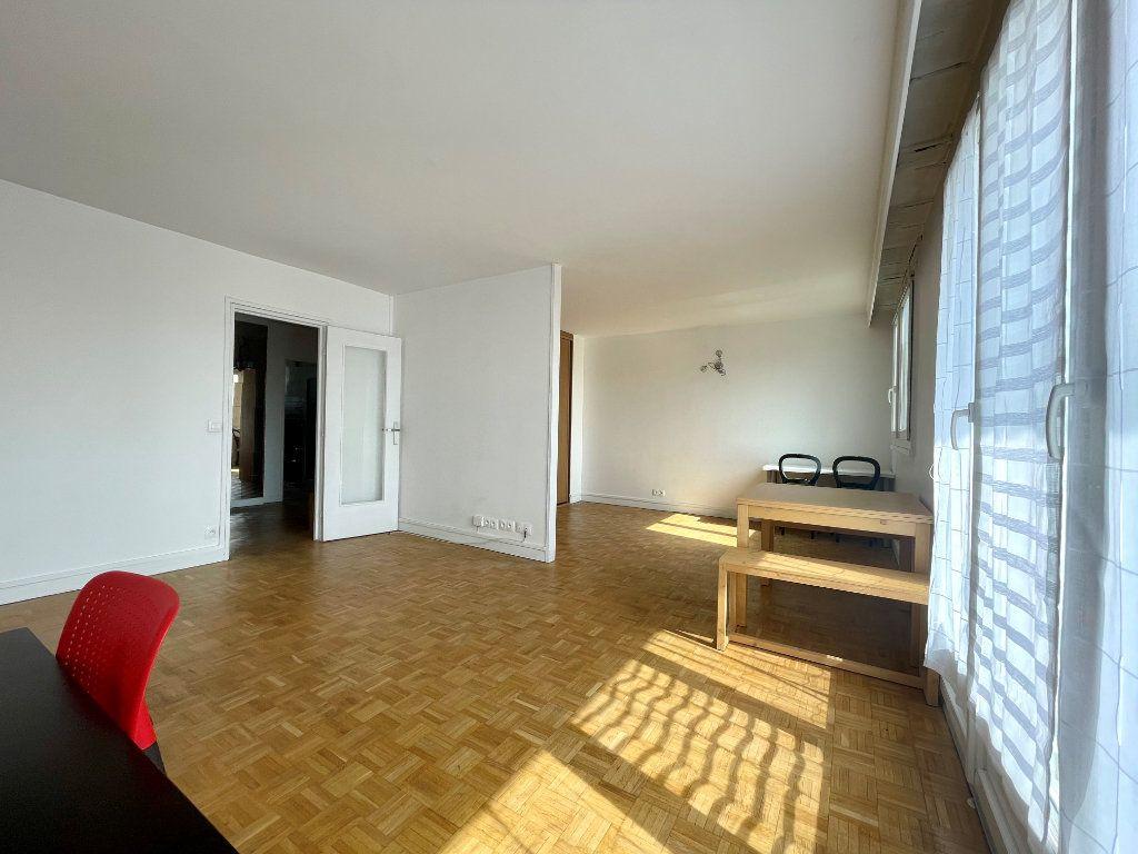Appartement à louer 3 61m2 à Paris 20 vignette-3