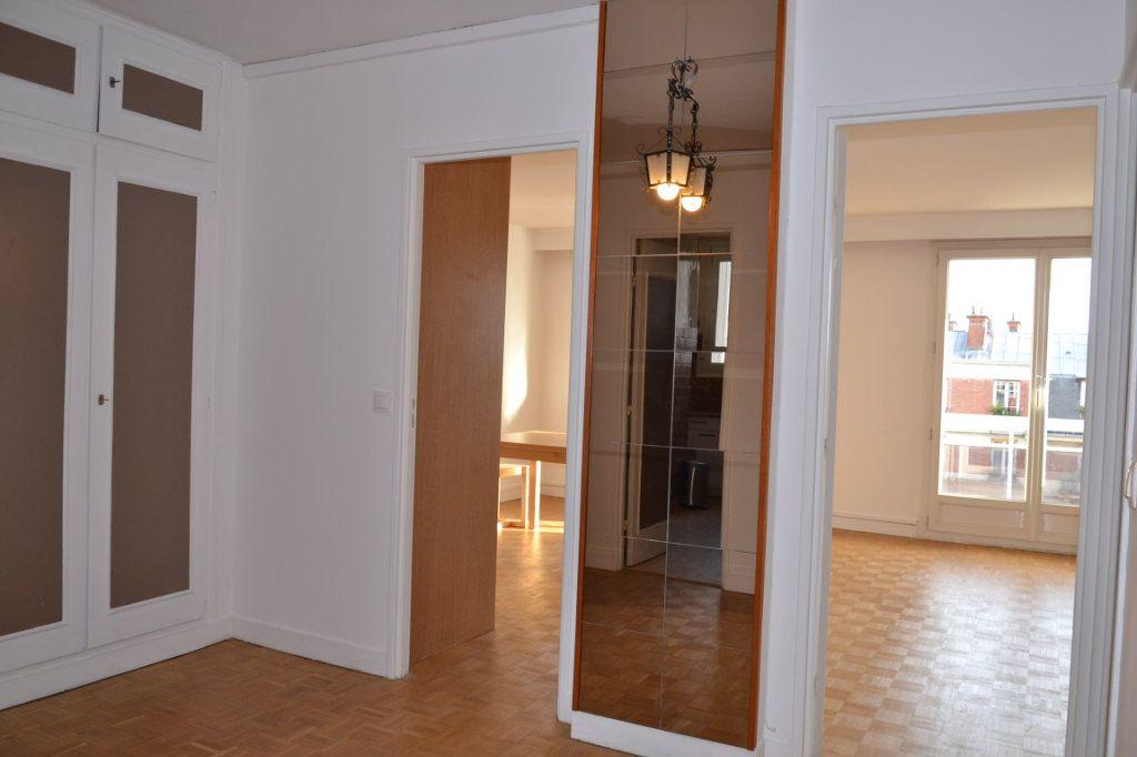 Appartement à louer 3 61m2 à Paris 20 vignette-4