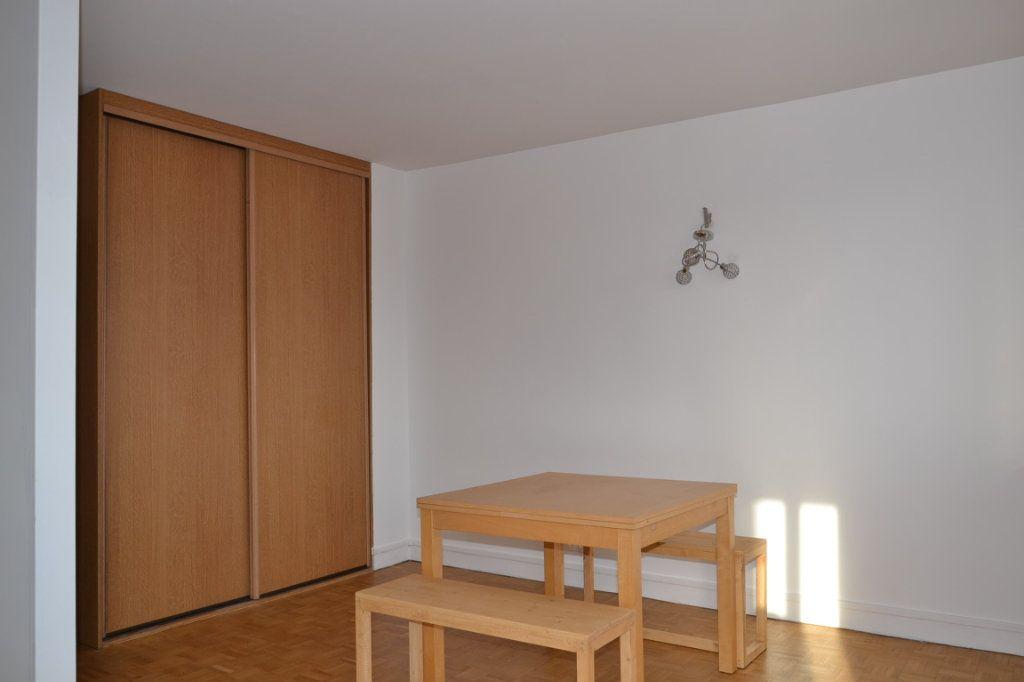 Appartement à louer 3 61m2 à Paris 20 vignette-8