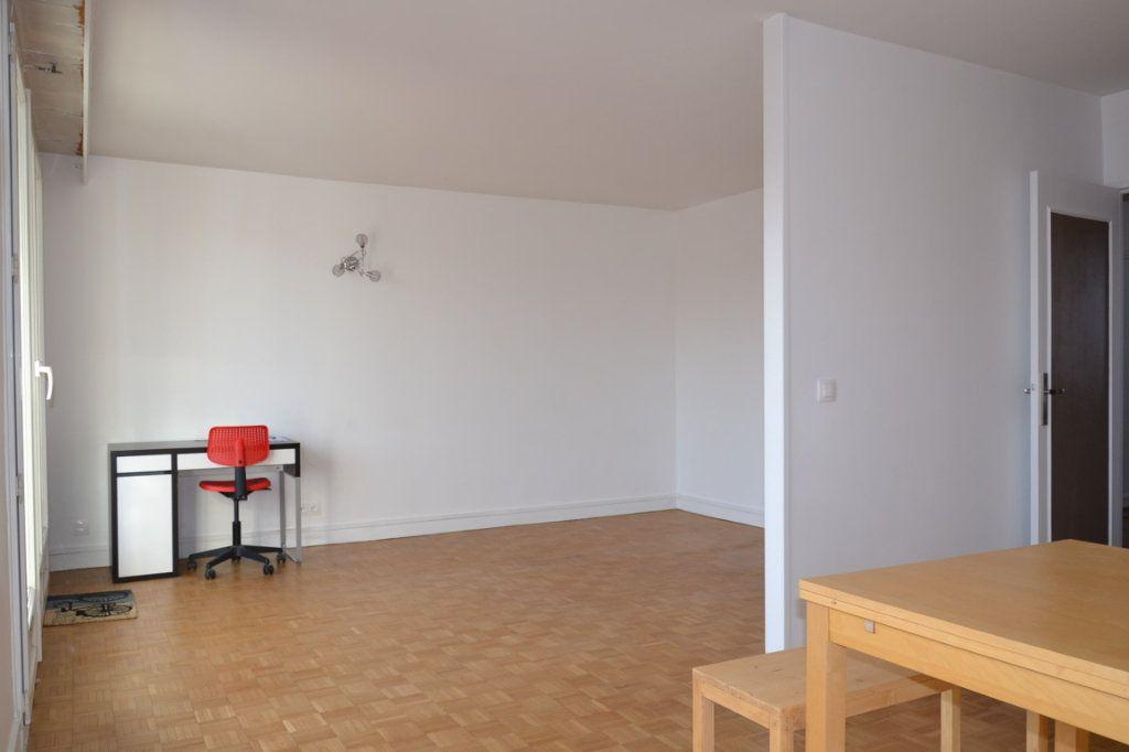 Appartement à louer 3 61m2 à Paris 20 vignette-9