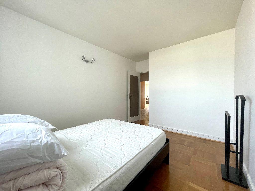 Appartement à louer 3 61m2 à Paris 20 vignette-10