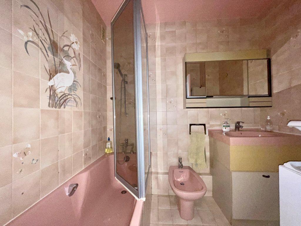 Appartement à louer 3 61m2 à Paris 20 vignette-11