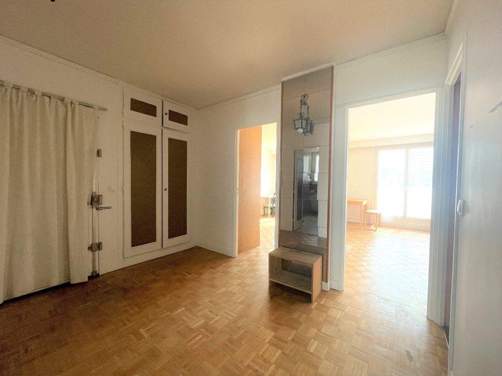 Appartement à louer 3 61m2 à Paris 20 vignette-12