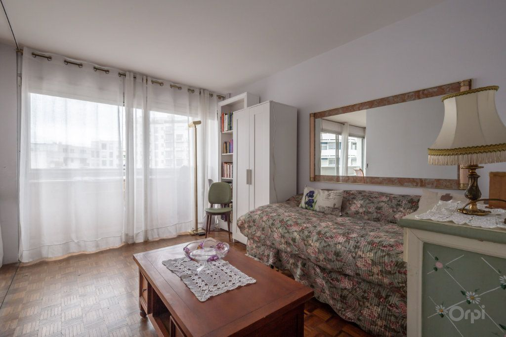 Appartement à vendre 3 70m2 à Paris 12 vignette-1