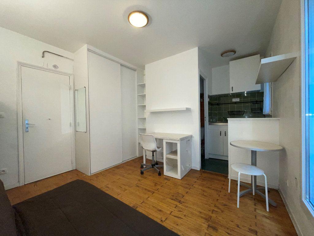 Appartement à louer 1 14.1m2 à Paris 11 vignette-1