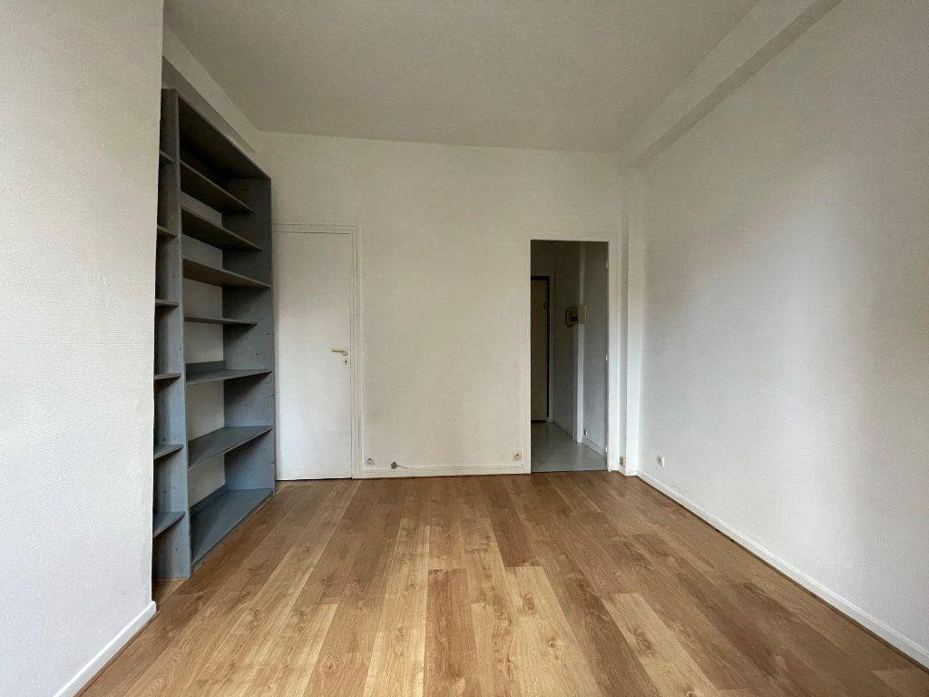 Appartement à louer 1 16.95m2 à Paris 12 vignette-5