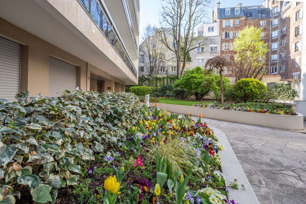 Appartement à louer 1 24.24m2 à Paris 12 vignette-1