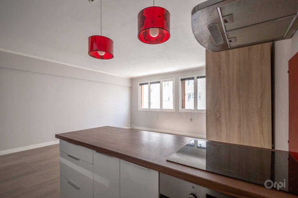 Appartement à vendre 2 38m2 à Paris 12 vignette-3
