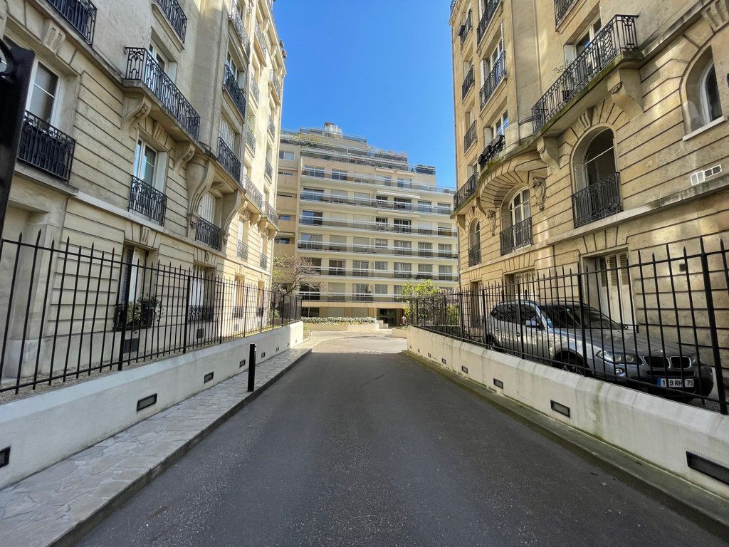Appartement à vendre 3 76.5m2 à Paris 12 vignette-2
