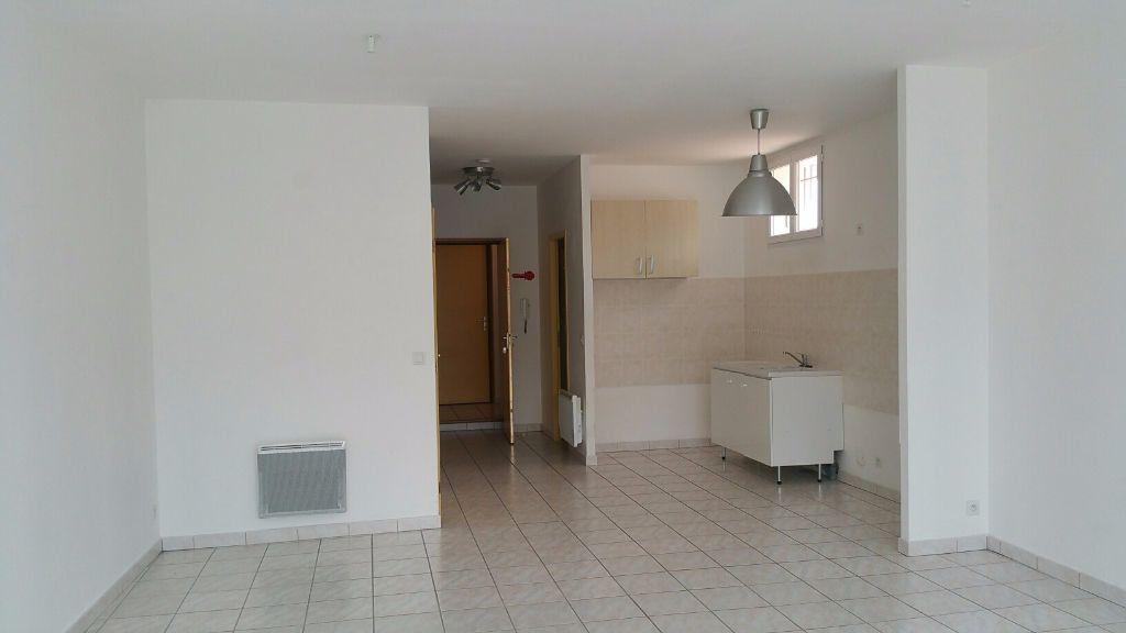 Appartement à louer 3 69m2 à Oraison vignette-1