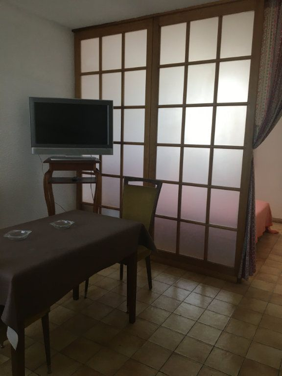 Appartement à louer 1 27m2 à Gréoux-les-Bains vignette-2