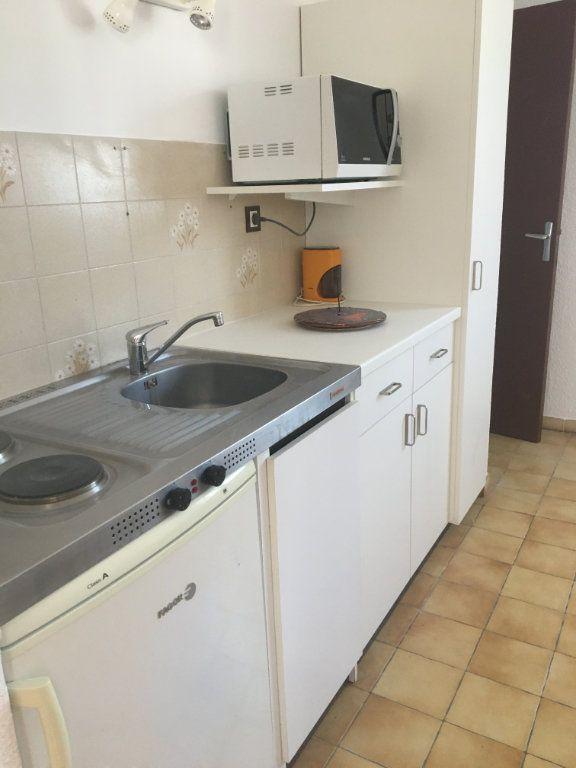 Appartement à louer 1 27m2 à Gréoux-les-Bains vignette-4