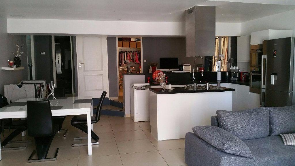 Appartement à louer 3 70m2 à Saint-Julien vignette-1