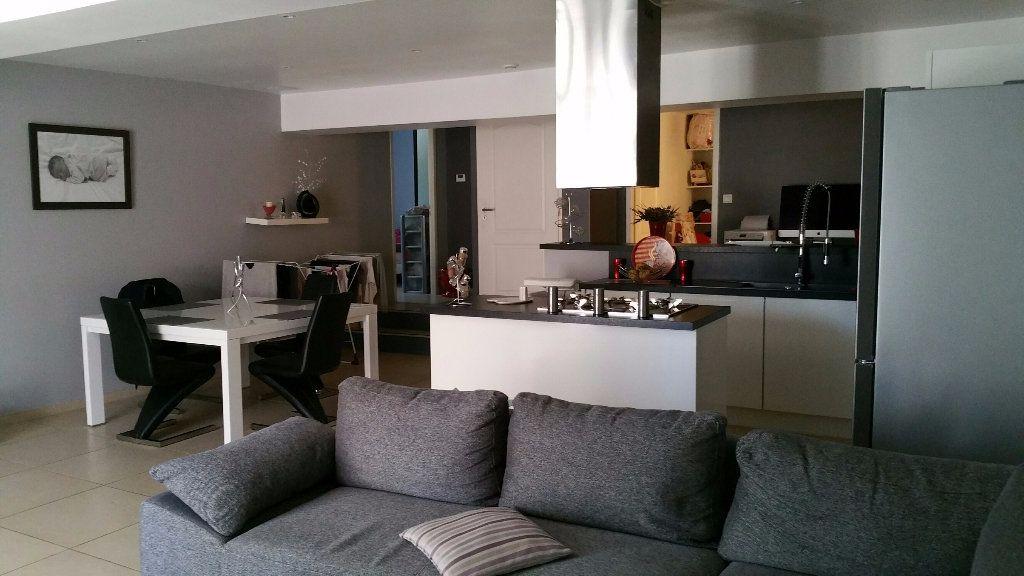 Appartement à louer 3 70m2 à Saint-Julien vignette-2