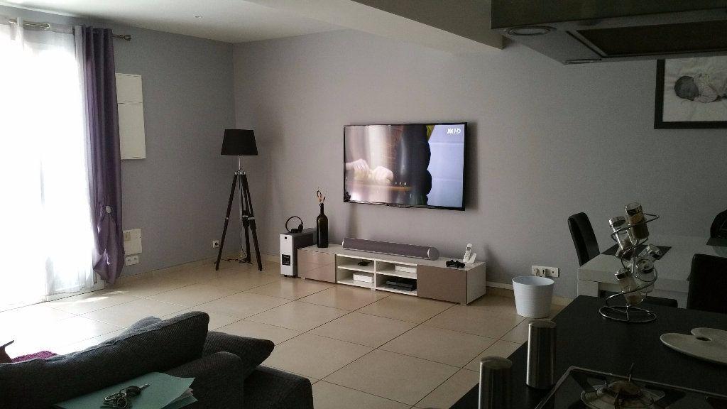 Appartement à louer 3 70m2 à Saint-Julien vignette-3