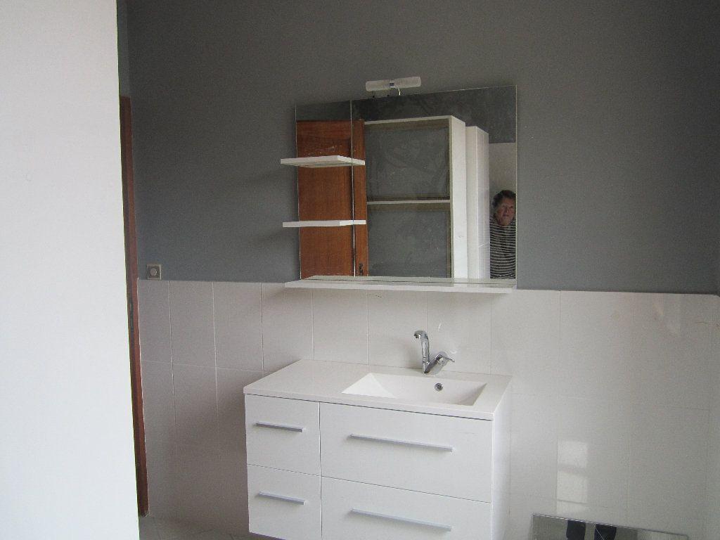Appartement à louer 5 135m2 à Château-Arnoux-Saint-Auban vignette-3