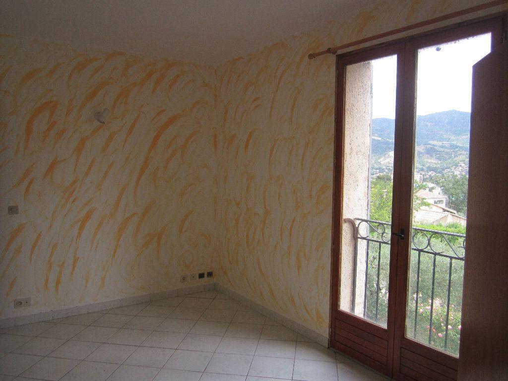 Appartement à louer 5 135m2 à Château-Arnoux-Saint-Auban vignette-4