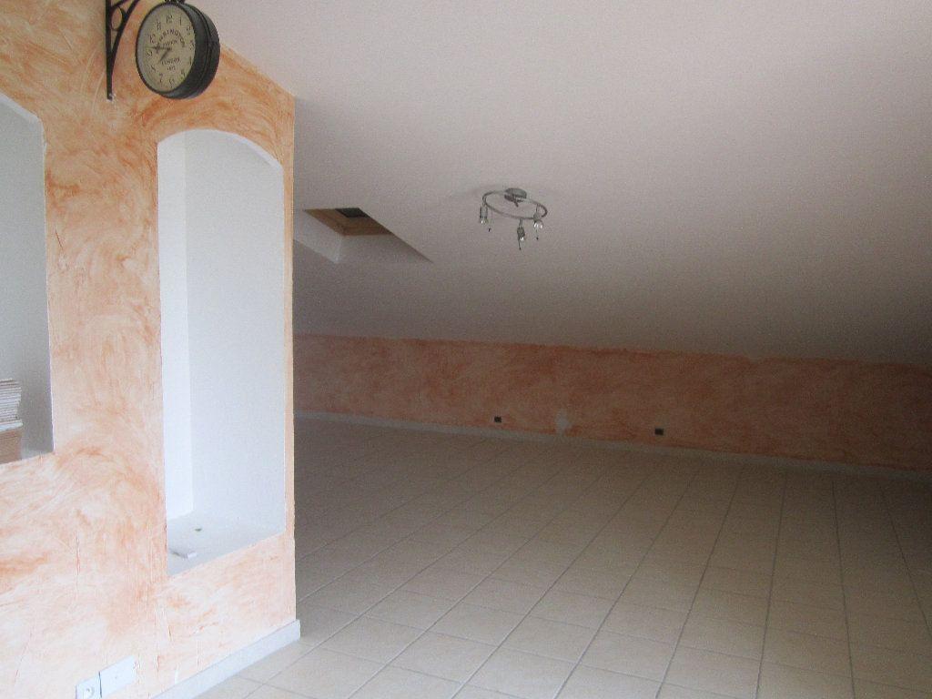Appartement à louer 5 135m2 à Château-Arnoux-Saint-Auban vignette-5
