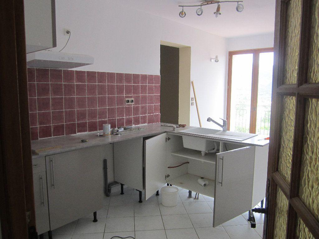 Appartement à louer 5 135m2 à Château-Arnoux-Saint-Auban vignette-6