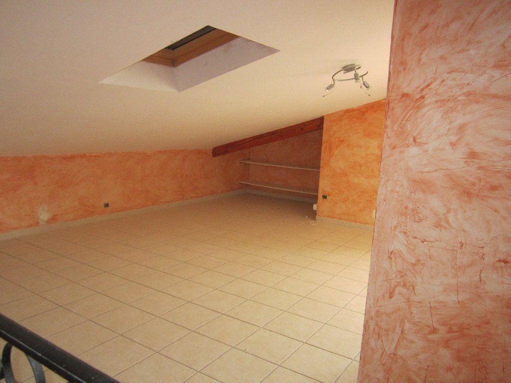 Appartement à louer 5 135m2 à Château-Arnoux-Saint-Auban vignette-9