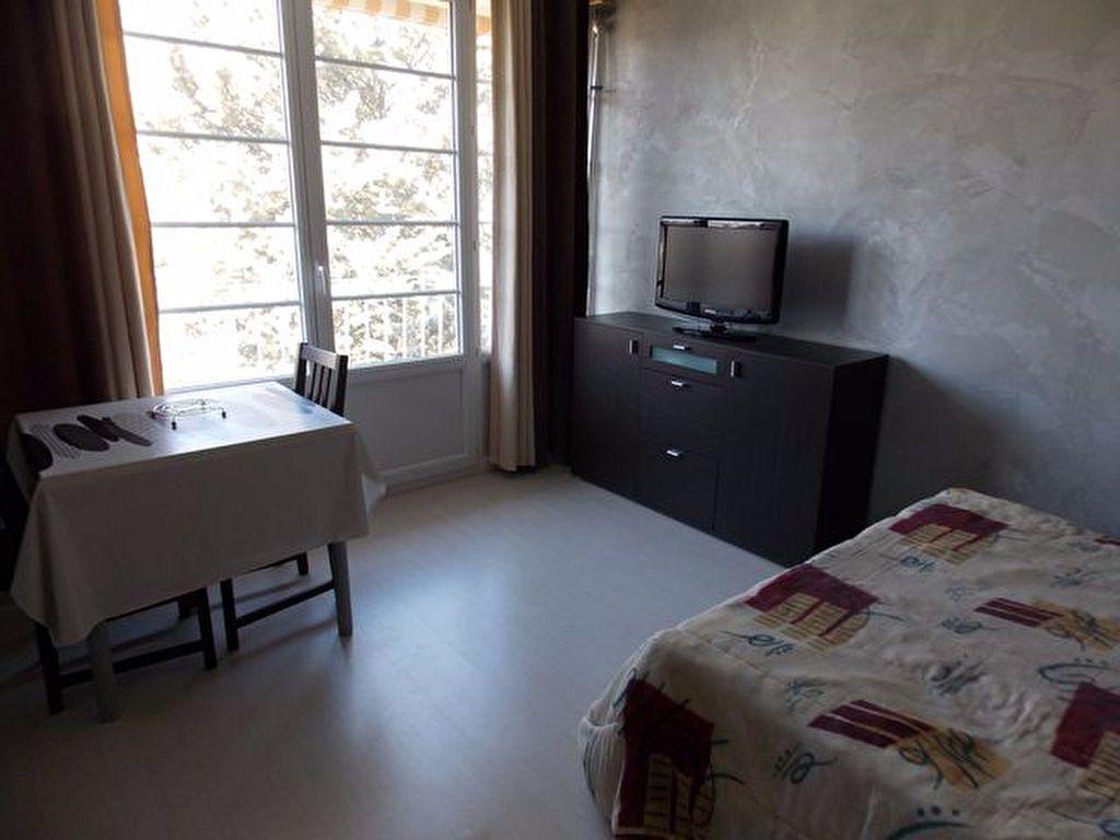 Appartement à louer 1 21m2 à Gréoux-les-Bains vignette-2