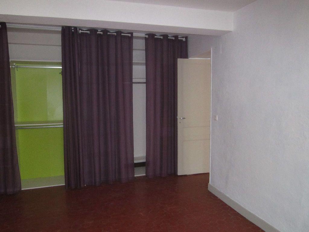 Appartement à louer 3 56m2 à Volonne vignette-4
