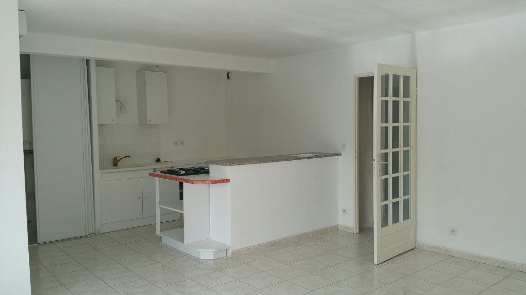 Appartement à louer 4 75m2 à Oraison vignette-1