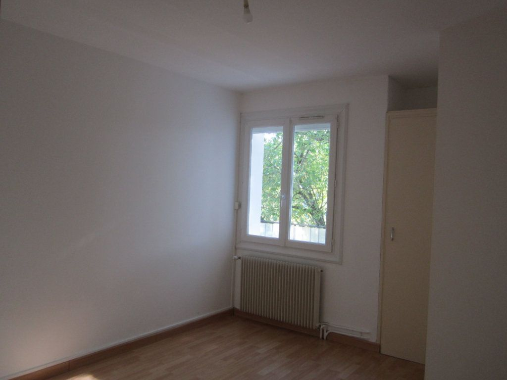 Appartement à louer 4 70m2 à Châteauneuf-de-Chabre vignette-2