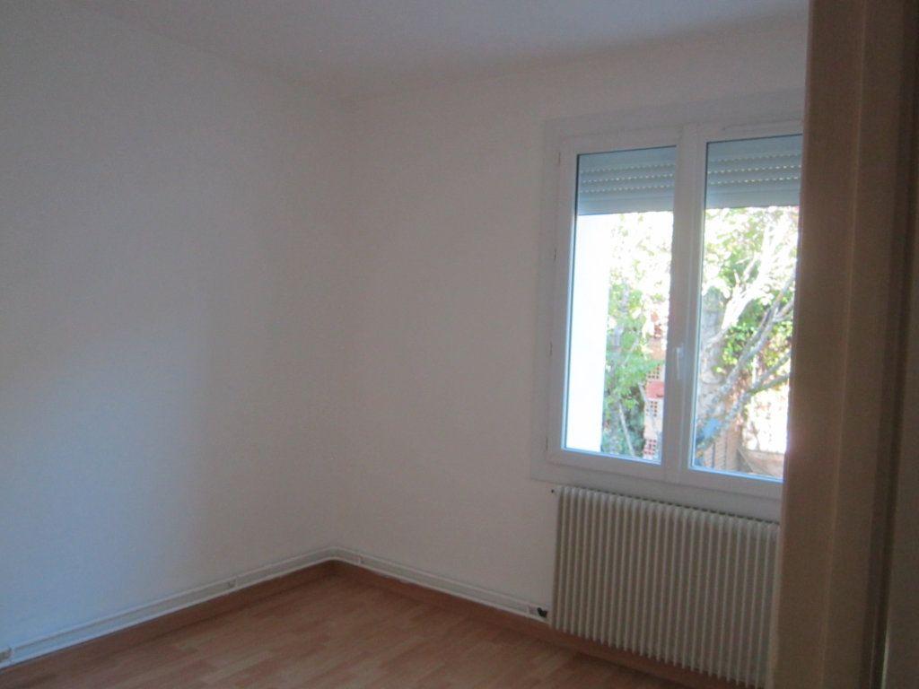 Appartement à louer 4 70m2 à Châteauneuf-de-Chabre vignette-3