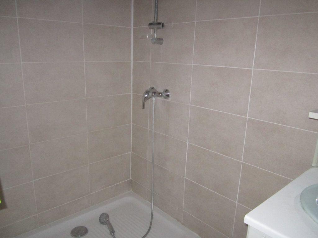 Appartement à louer 4 70m2 à Châteauneuf-de-Chabre vignette-4
