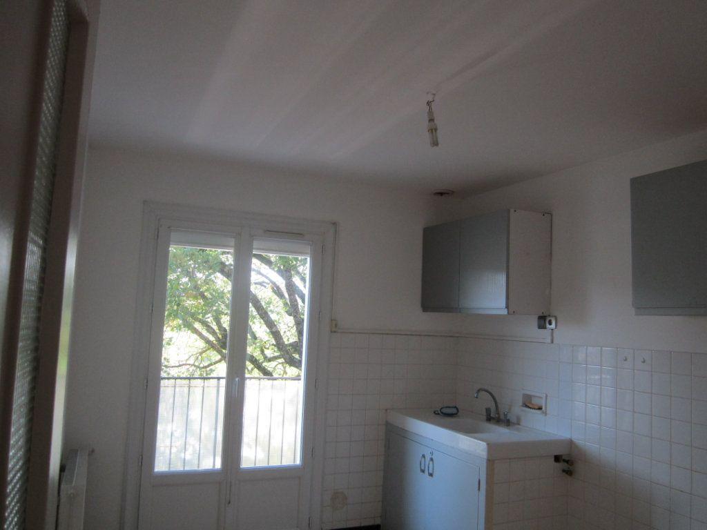 Appartement à louer 4 70m2 à Châteauneuf-de-Chabre vignette-7