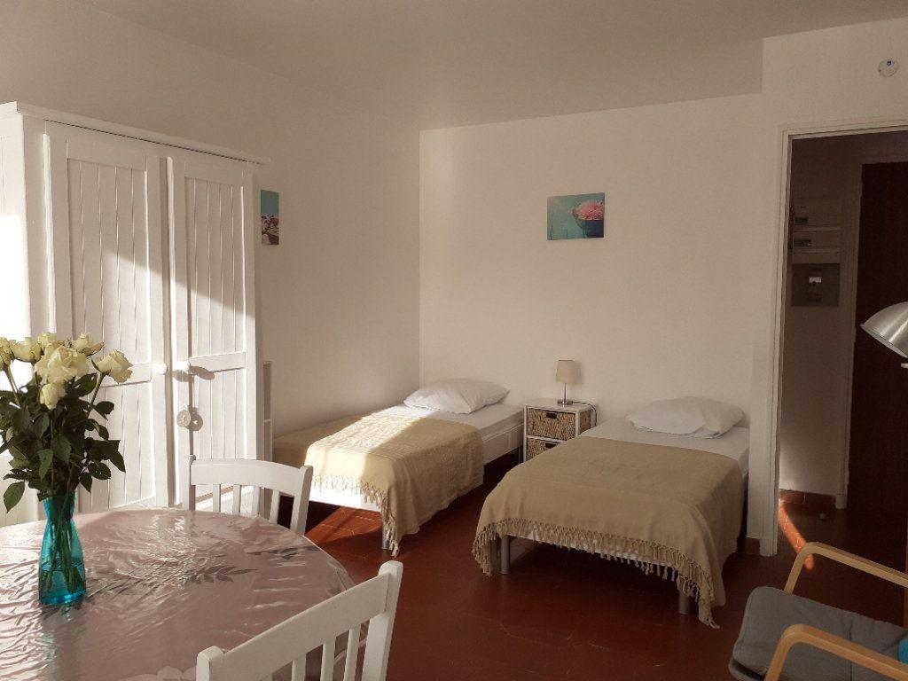 Appartement à vendre 1 27m2 à Gréoux-les-Bains vignette-2
