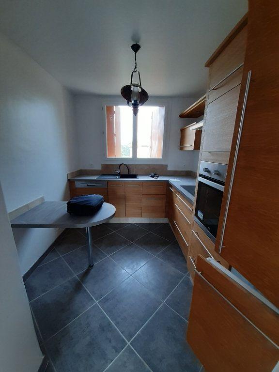 Appartement à louer 5 83m2 à Laragne-Montéglin vignette-1
