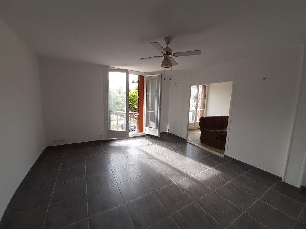Appartement à louer 5 83m2 à Laragne-Montéglin vignette-2