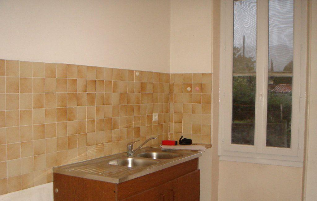 Appartement à louer 3 0m2 à Château-Arnoux-Saint-Auban vignette-1