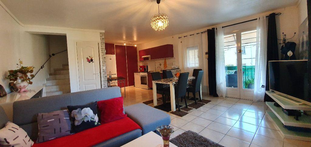 Appartement à vendre 3 63m2 à Pont-Saint-Esprit vignette-1