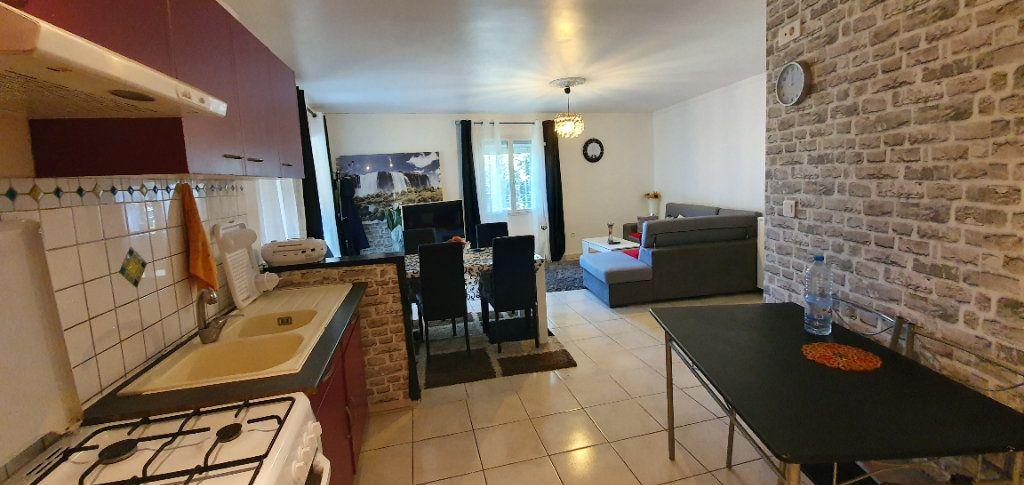 Appartement à vendre 3 63m2 à Pont-Saint-Esprit vignette-2