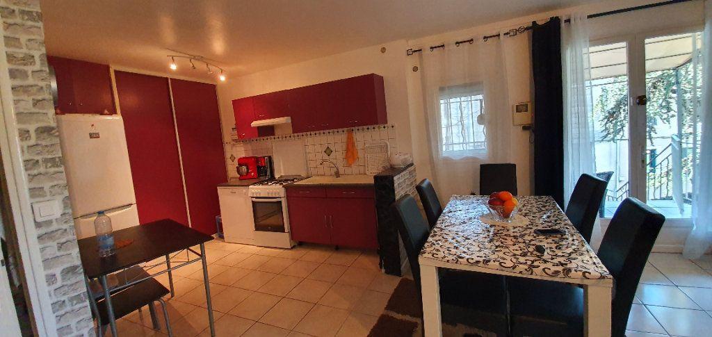 Appartement à vendre 3 63m2 à Pont-Saint-Esprit vignette-3