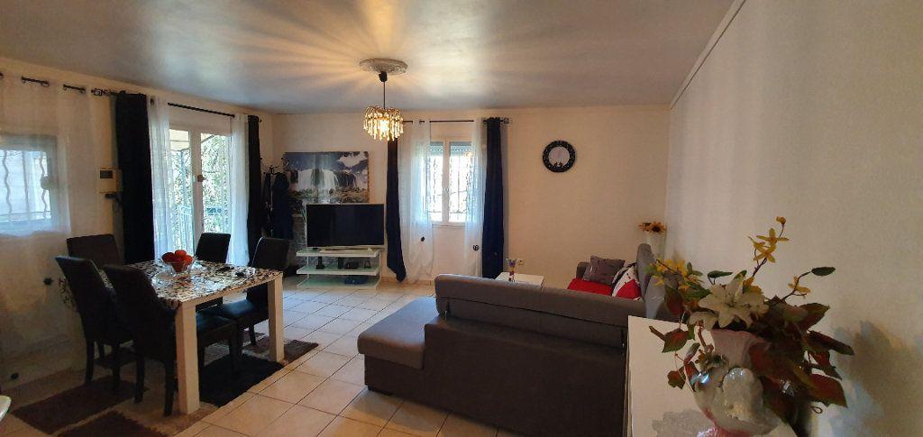 Appartement à vendre 3 63m2 à Pont-Saint-Esprit vignette-6