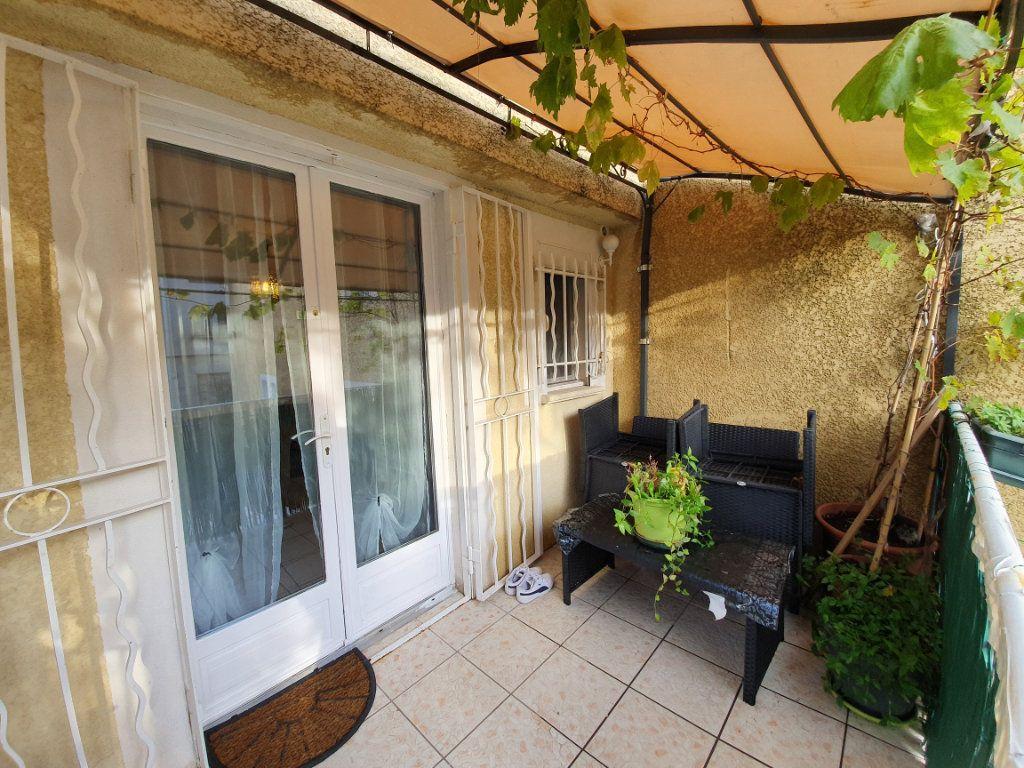 Appartement à vendre 3 63m2 à Pont-Saint-Esprit vignette-7