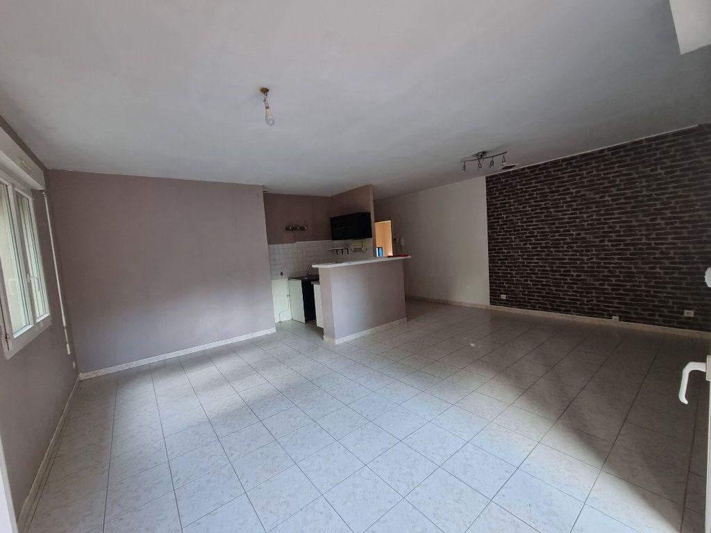 Appartement à louer 3 66m2 à Pont-Saint-Esprit vignette-4