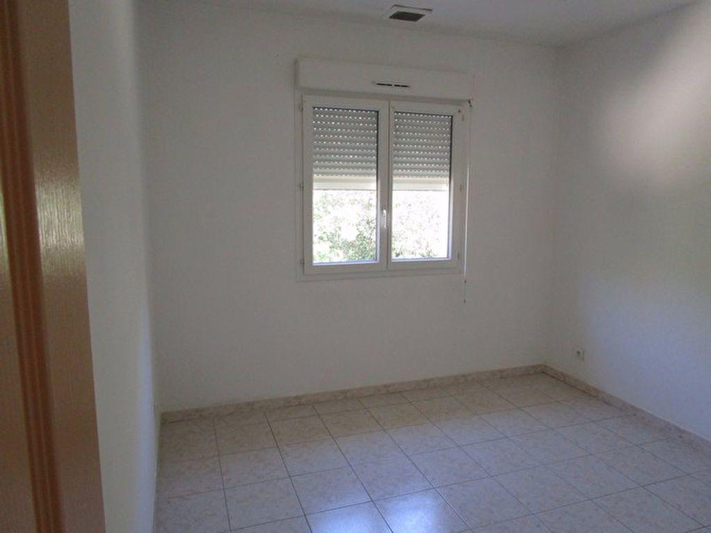 Appartement à louer 3 66m2 à Pont-Saint-Esprit vignette-5