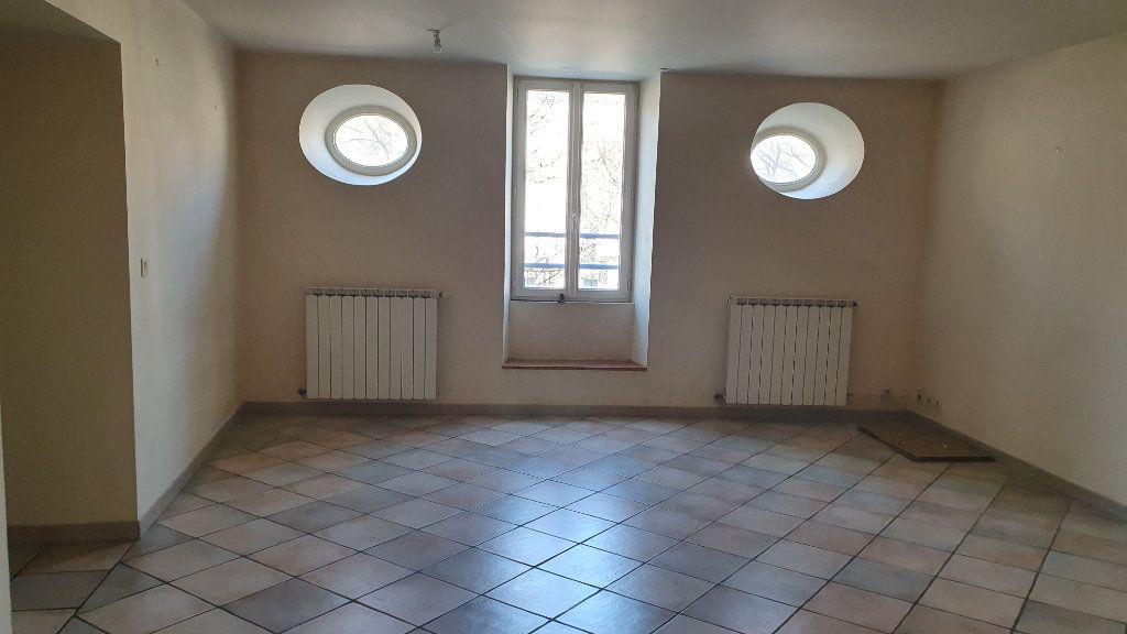 Appartement à louer 3 80m2 à Pont-Saint-Esprit vignette-1