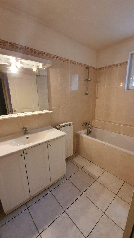 Appartement à louer 3 80m2 à Pont-Saint-Esprit vignette-3