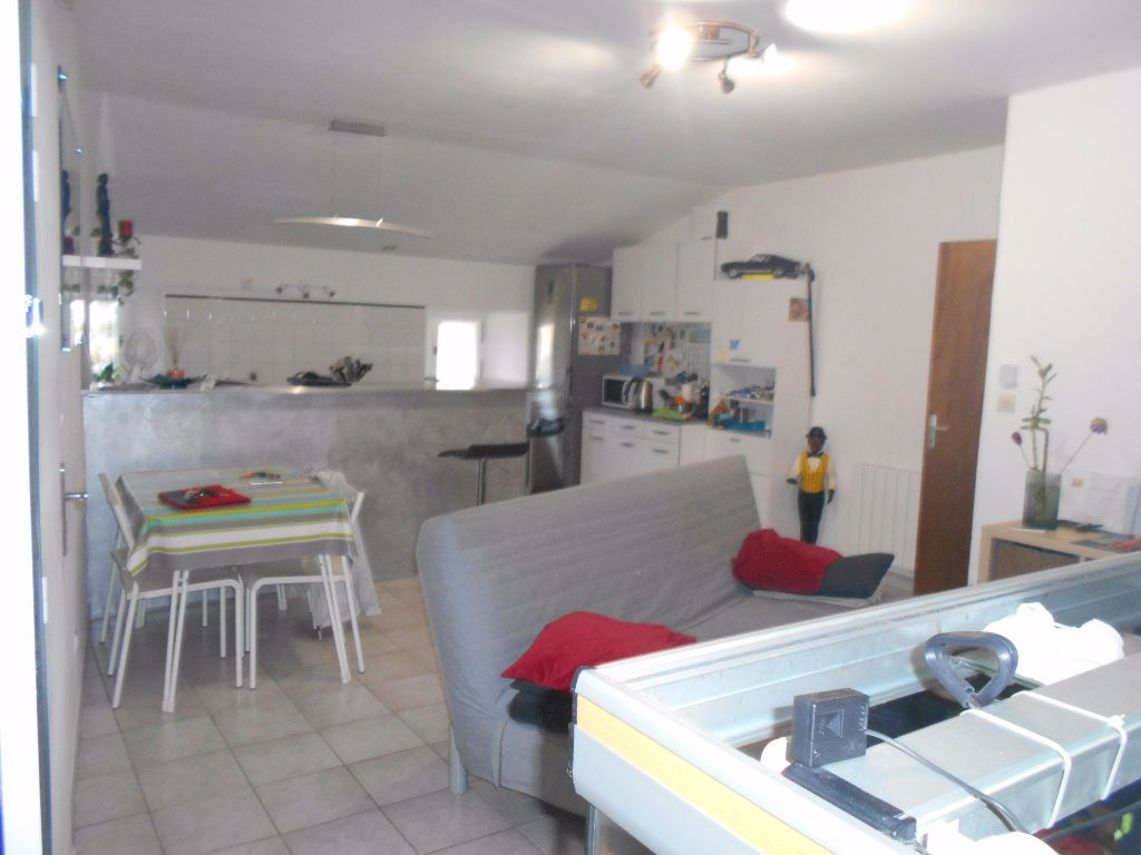 Appartement à louer 3 56.14m2 à Saint-Julien-de-Peyrolas vignette-1