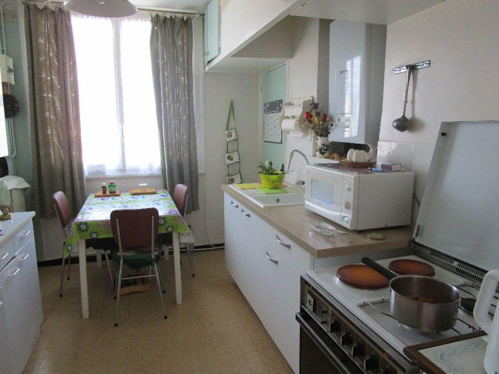 Appartement à vendre 4 74m2 à Pont-Saint-Esprit vignette-3