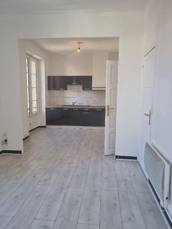 Appartement à louer 2 46m2 à Pont-Saint-Esprit vignette-1